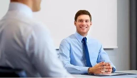 领导找你谈话:这5句话表面是关心,实际是敲打